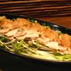 奄美の塩で漬け湯通しした「ゆで塩豚おろしポン酢(650円)」。ジューシーな豚肉にポン酢の酸味がピッタリ。
