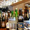 ベルギービールのボトルは100種類以上。全て専用グラスで提供。