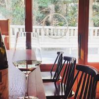 人気のカウンター席、ゆったりできるテーブル席。どちらも奥沢の自然が気持ち良く感じられます。四季をつまみにお酒は如何でしょうか?