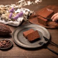 【究極のガトーショコラ THE chocola】 (¥3,800) 味・食感・外観の全てにこだわり、あなたの食の体験を思い出の瞬間に変えたい。 口に入れるたびに感動が、あなたに届きますように。 願いを込めて。
