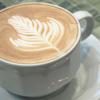 イタリアンローストの豆を使ってバリスタが1杯1杯丁寧に淹れた自慢のコーヒーはチャルダとの相性もピッタリ。酸味が少なく、コーヒー好きのお客様にも好評です。