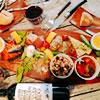 「前菜の盛り合わせ」まずはの一品シェフのおすすめのこの日の前菜の盛り合わせがお得だし、美味しいし~~♪素敵なディナーへのアプローチになります。